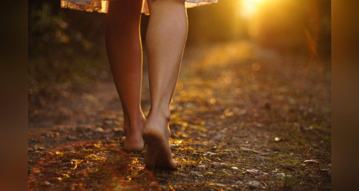Grounding: cuando andar descalzo mejora tu salud